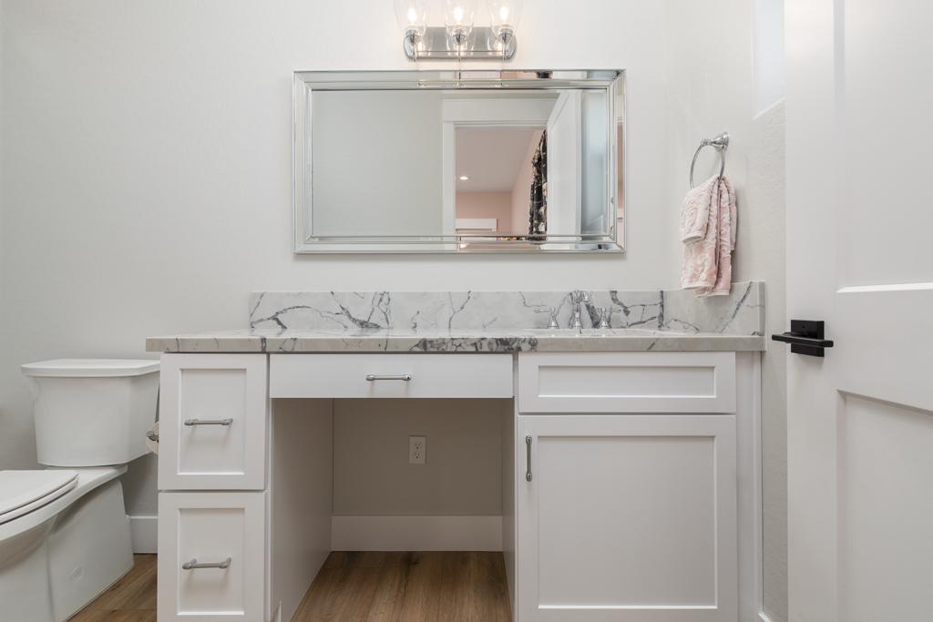 2021 White Bathroom Ideas
